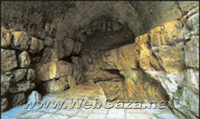 Solomon's Cave - 200 m cave under the city wall on Sultan Suleiman's street between Damascus and Herod's Gates.